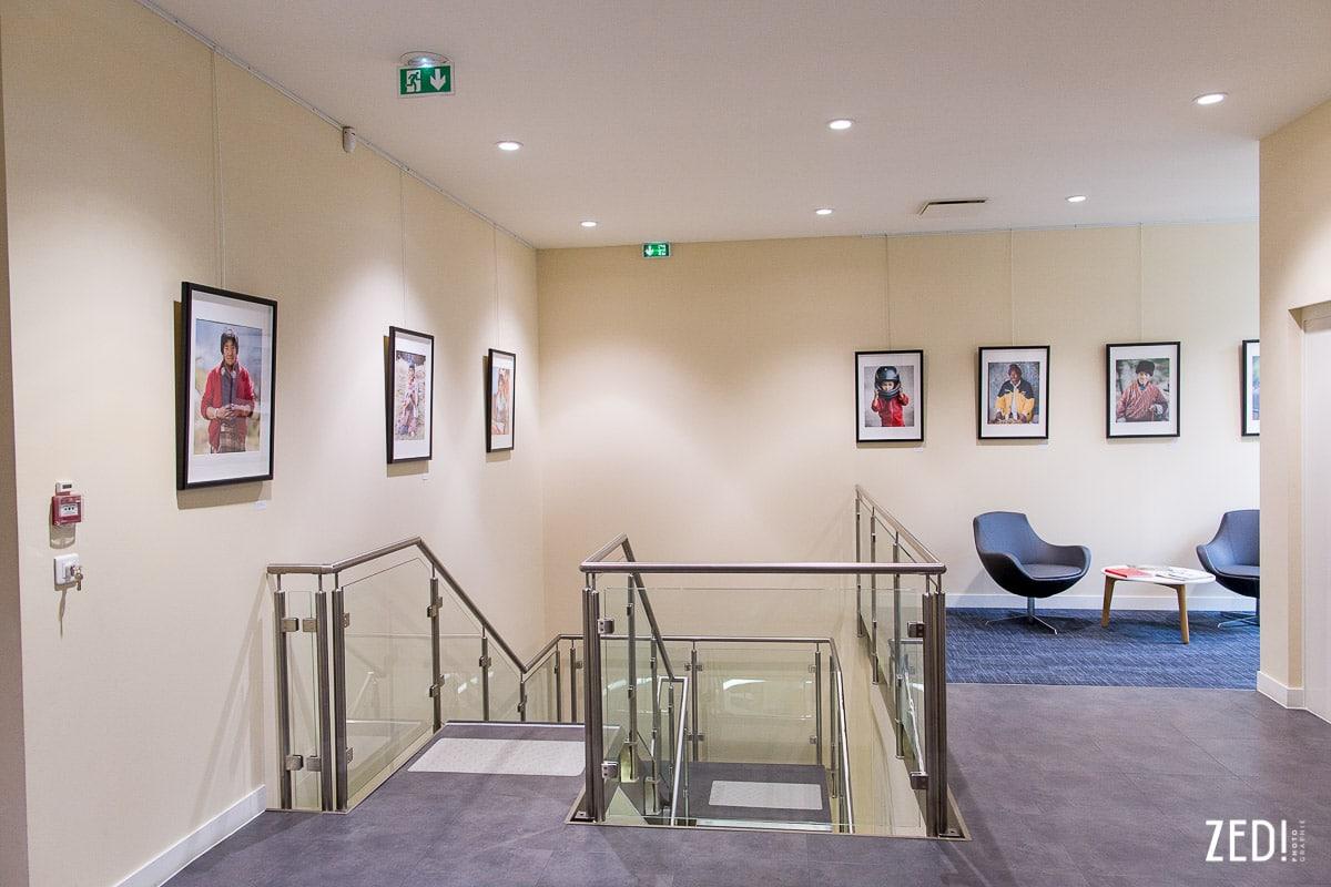 Une exposition regroupe les oeuvres d'un photographe lyonnais lors de voyages en Asie. Exposition fine art, portraits.