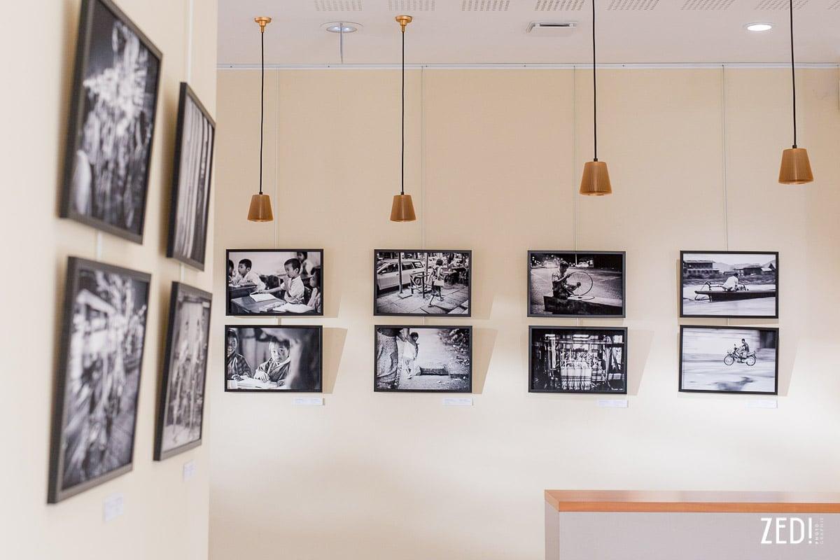 Un photographe qui présente une exposition fine art à Lyon. Une exposition d'artiste sur des photos d'Asie, de voyage et de portraits.