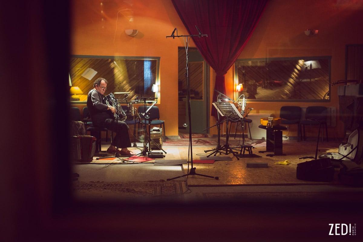 Le studio la Buissonne par le photographe reportage photos Lyon Zed Photographie lors de l'enregistrement de l'album La Vie en Rose de Richard Galliano et Sylvain Luc.